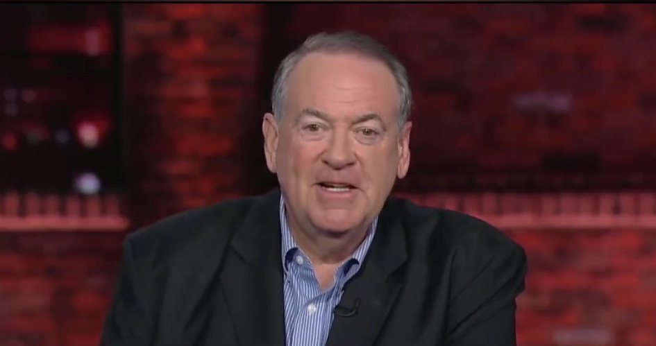 "Huckabee Is Calling For Trump To Fire ""A Bunch Of People""!"